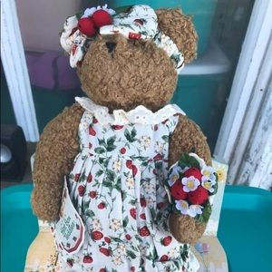 BNWT Hat Box Teddy (Strawberry)